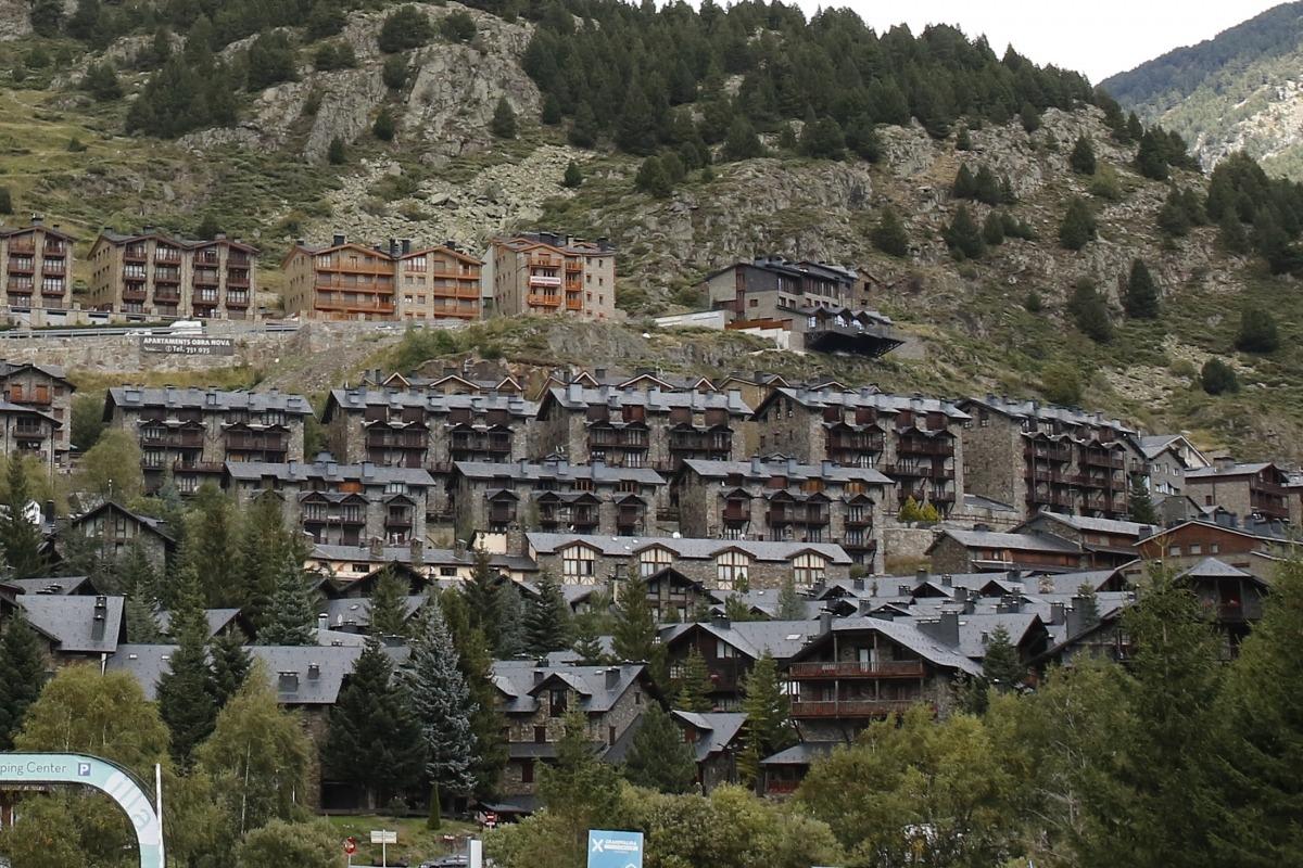 Vista de diferents blocs d'apartaments turístics al Tarter.