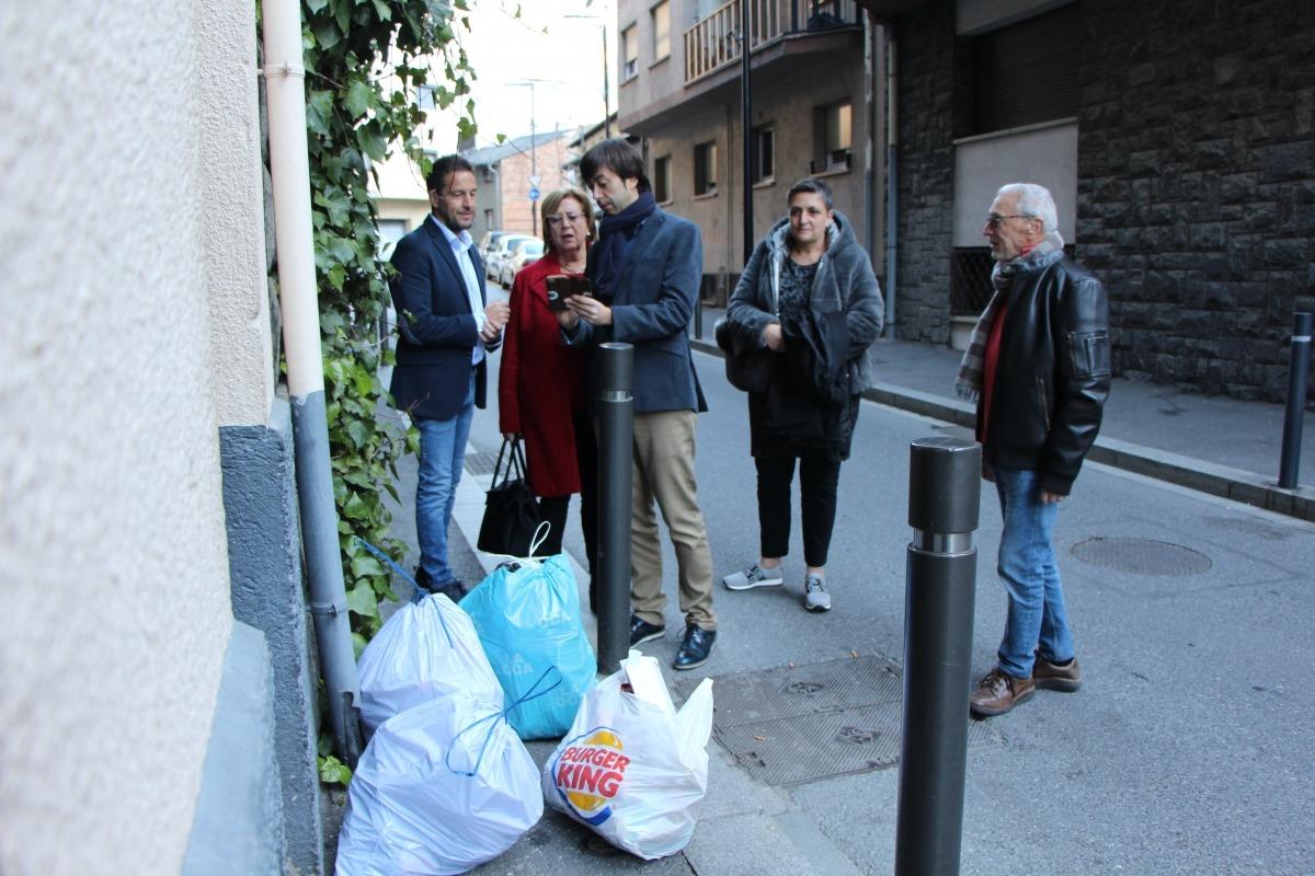 Els candidats del PS al barri de Bonavista, ahir.