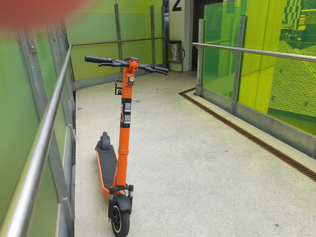 El patinet que a principis de mes va aparèixer a la sortida de l'ascensor de la Quirola, a la capital.