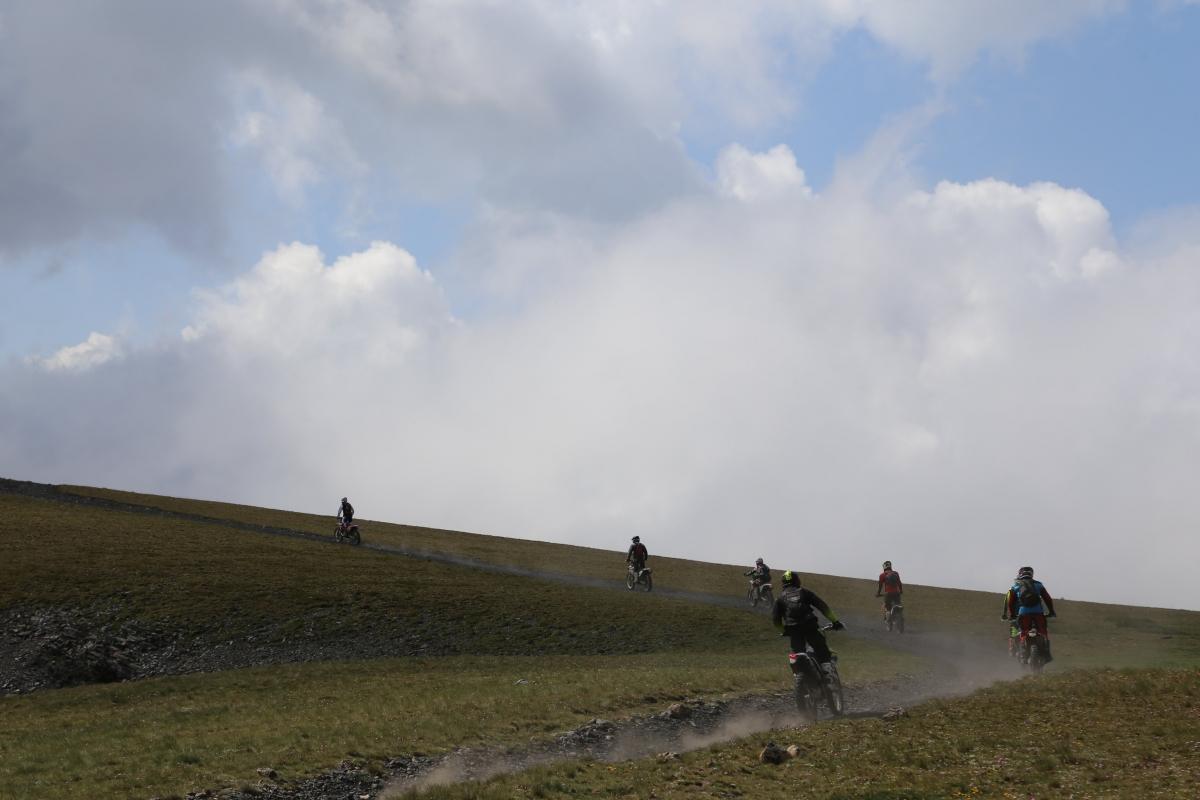 Només motos de trial i bicicletes podran circular per vies de menys de 2,5 metres d'amplada.