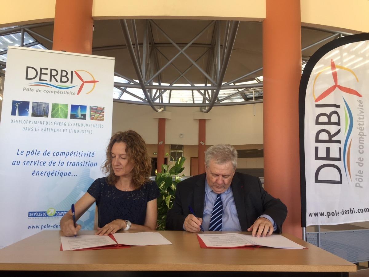 La ministra de Medi Ambient, Agricultura i Sostenibilitat, Sílvia Calvó, i el president de Derbi, André Joffre, van signar ahir l'acord.