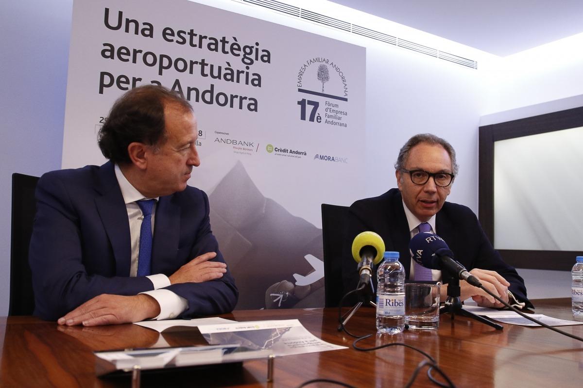 El secretari tècnic, Joan Tomàs, i el president de l'Empresa Familiar Andorrana, Francesc Mora, van presentar el 17è Fòrum.