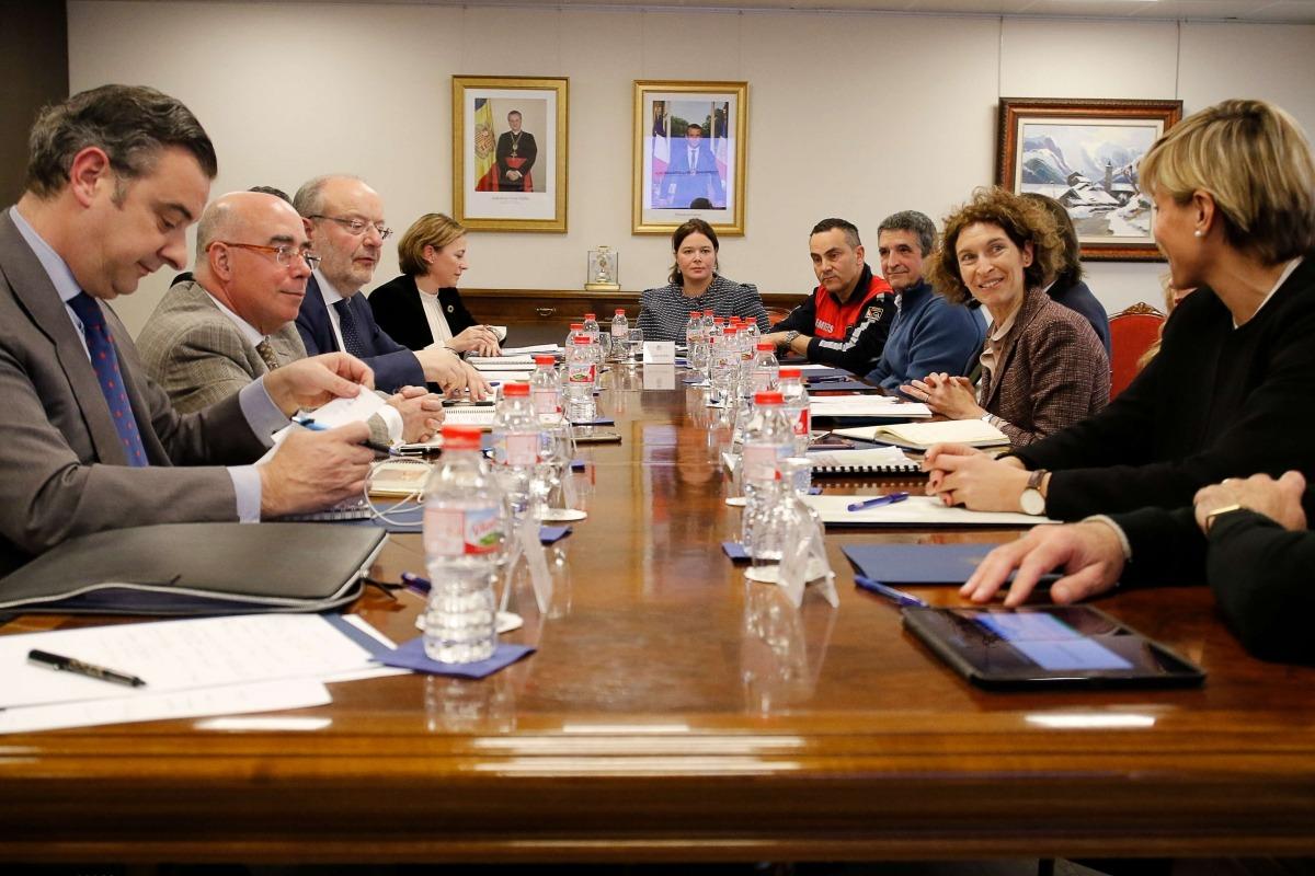Un moment de la trobada de García Casas amb la ministra Maria Ubach per abordar l'acció al voltant de la cooperació del Govern.