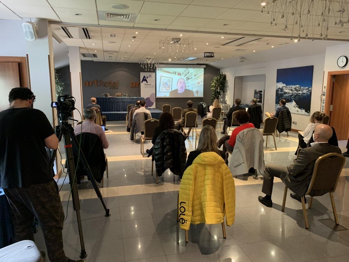 Un moment de la ponència de Carles Ramió en la primera sessió de l'espai de reflexió sobre les administracions públiques.