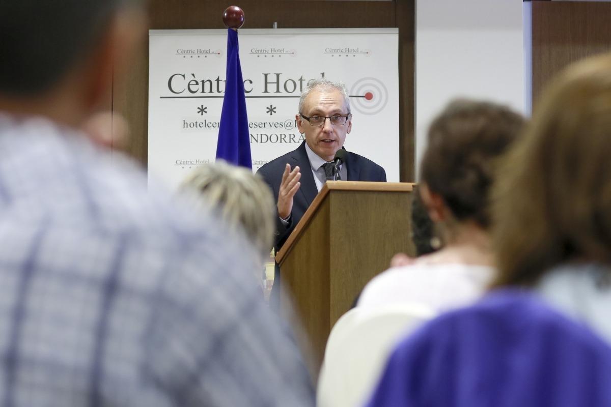 Francesc Camp va inaugurar el primer seminari de la gastronomia andorrana ahir.