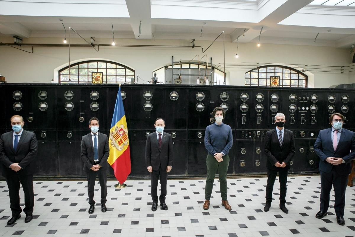 Josep Pintat, Pere López, Xavier Espot, Carles Enseñat, Marc Magallon i Carles Naudi després de signar l'acord polític l'octubre passat.