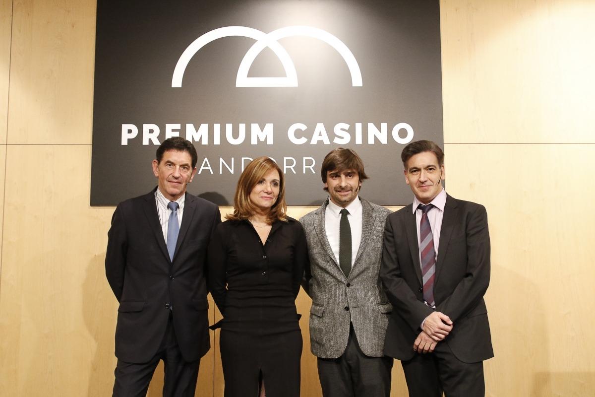 El representant del Grup Barrière i els responsables del projecte de l'edifici de Lleure 3D en la presentació de la proposta.