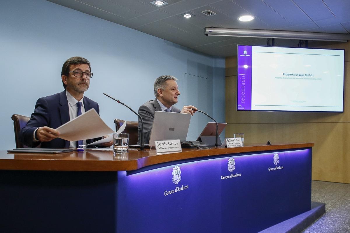 Els ministres Jordi Cinca i Gilbert Saboya durant la presentació del programa Engega 2019-2021