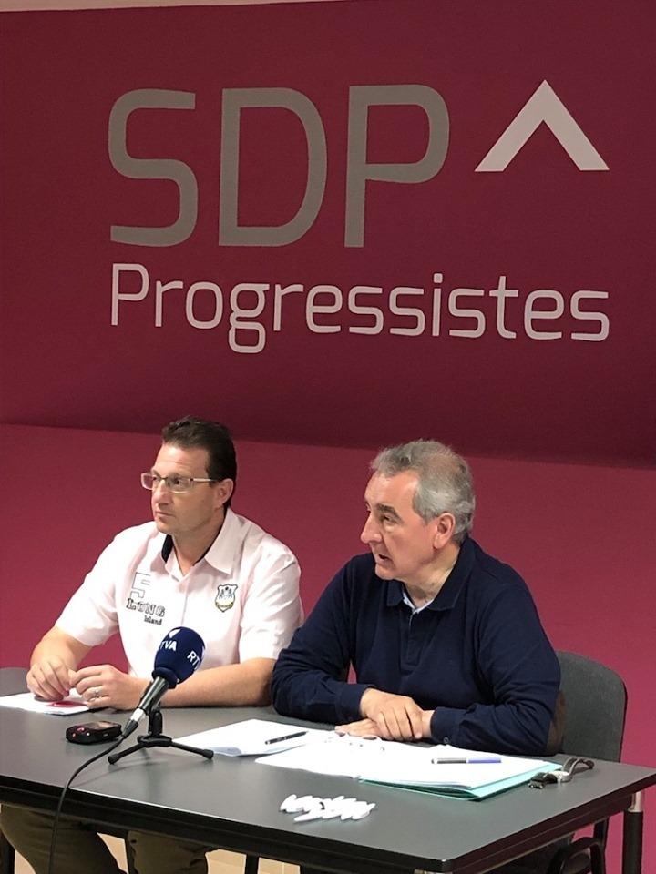 Josep Lluís Donsión i Jaume Bartumeu després de l'assemblea general de Progressistes-SDP de dissabte.