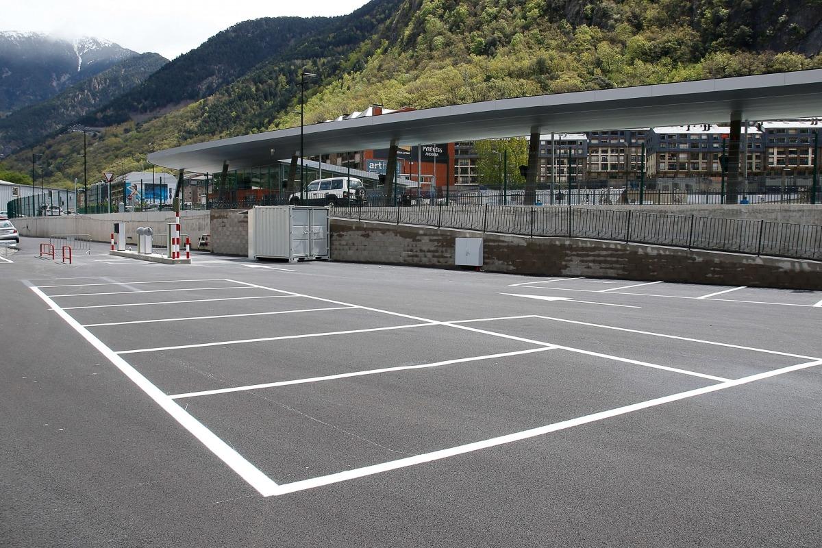 En breu es posarà en marxa l'aparcament comunal amb accés directe a l'estació.
