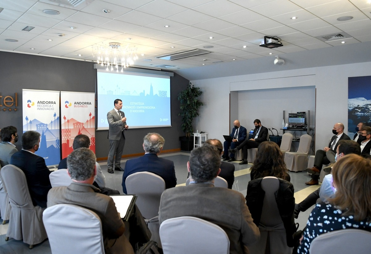 El titular de Presidència, Economia i Empresa, Jordi Gallardo, va intervenir en la jornada de l'ARI o l'AB per l'estratègia d'innovació.