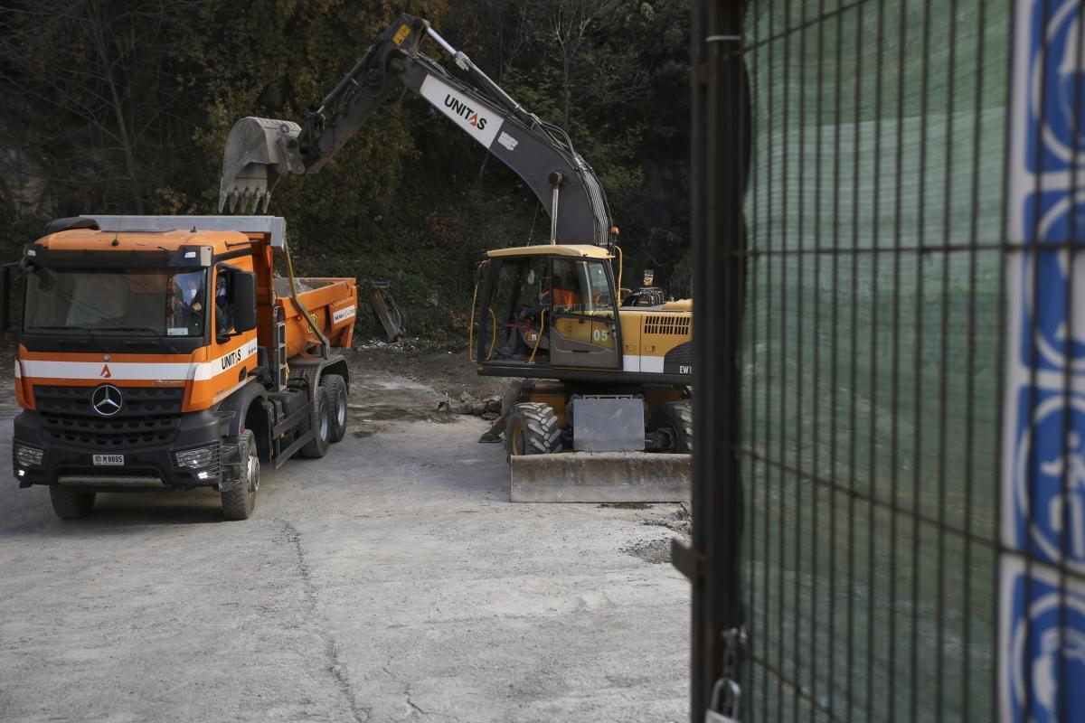 Màquines treballant a les obres de construcció del casino, al carrer Prat de la Creu d'Andorra la Vella, la setmana passada.