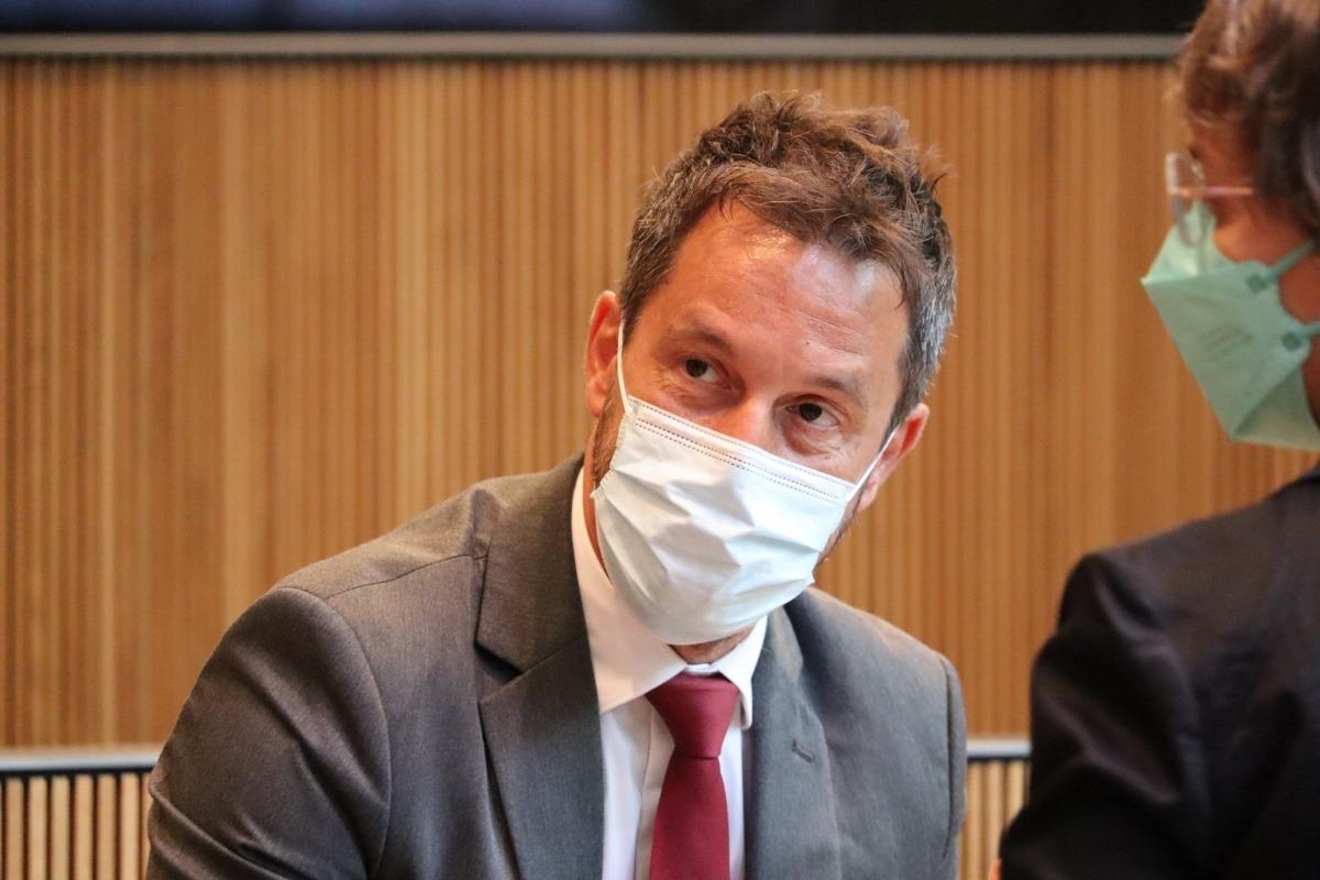 El president del grup parlamentari socialdemòcrata, Pere López, en la sessió d'avui.