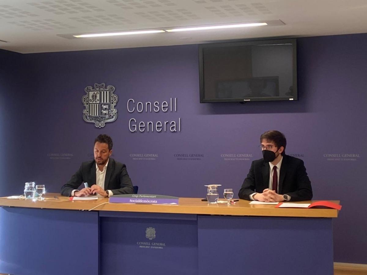 Pere López i Roger Padreny el dia que van explicar el recurs presentat al TC.