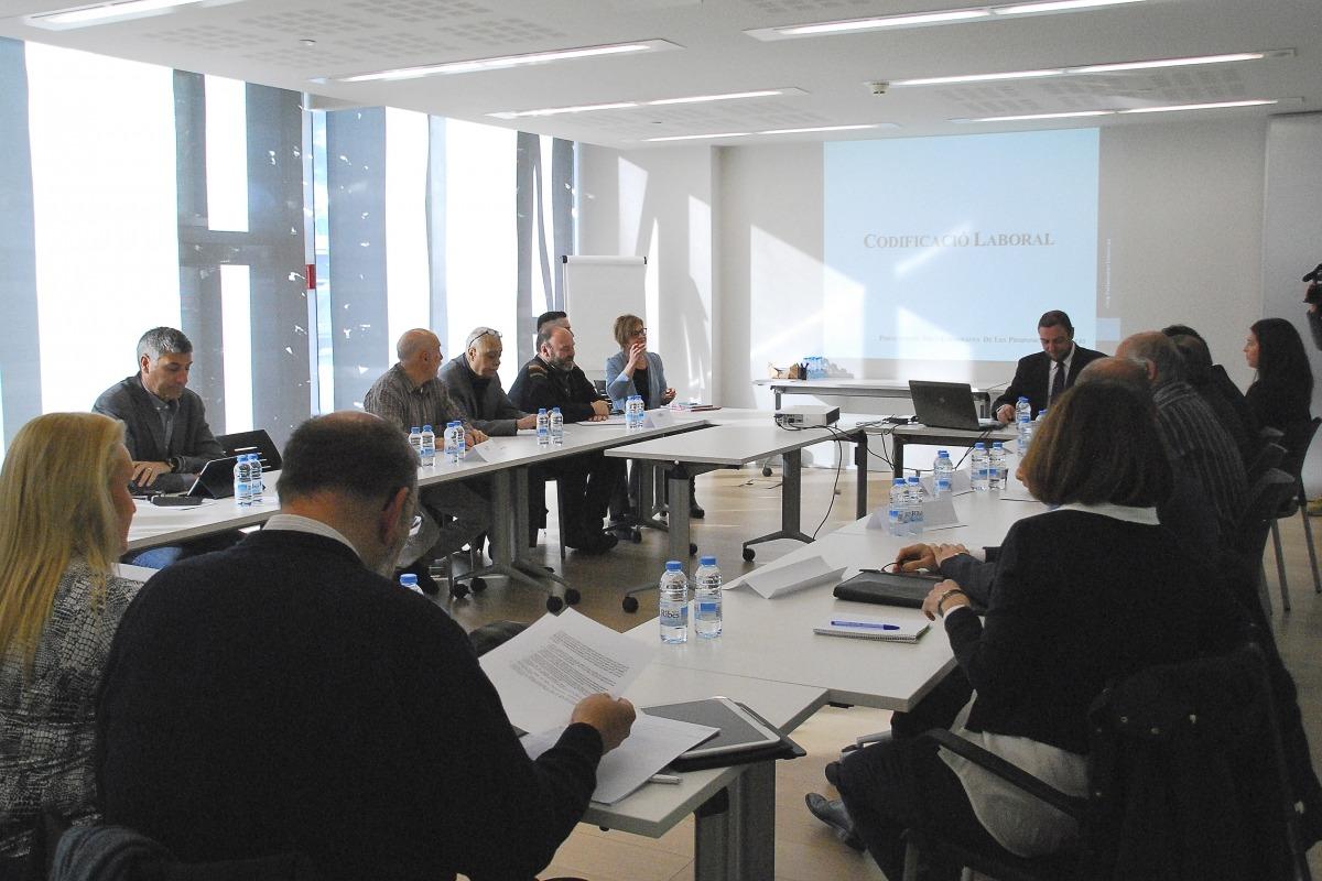Una de les reunions del grup demòcrata amb els agents socials per presentar la nova legislació laboral.