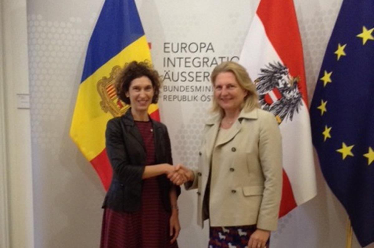 Ubach amb la ministra per Europa, Integració i Afers Exteriors d'Àustria, Karin Kneissl.