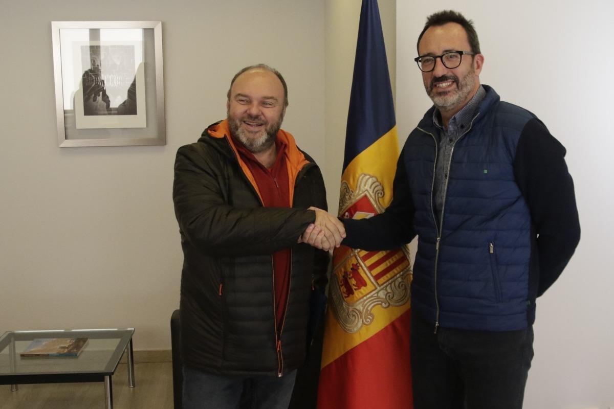 El secretari general de l'USdA, Gabriel Ubach, i el ministre d'Afers Socials, Habitatge i Joventit, Víctor Filloy, abans de la reunió.