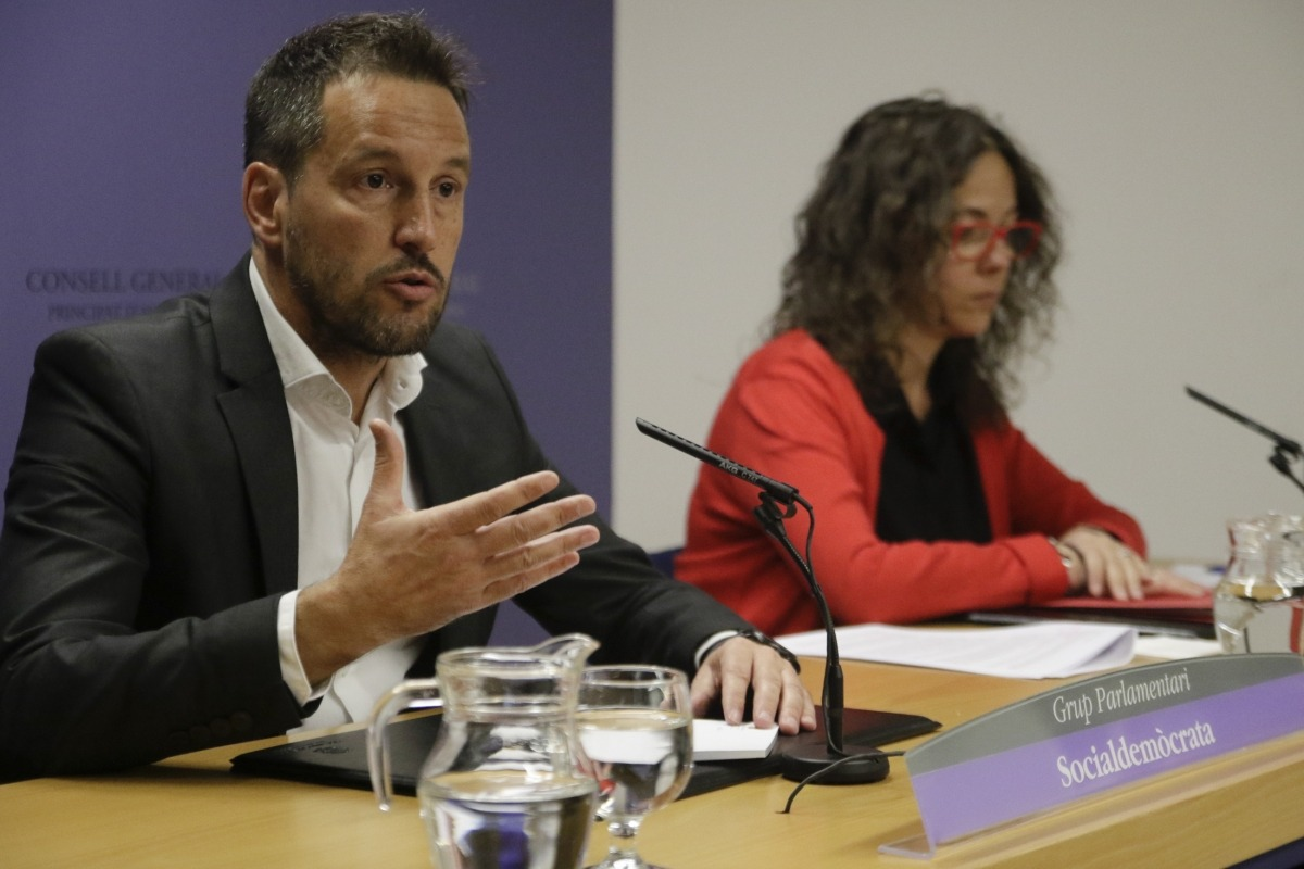 Pere López i Judith Salazar en la compareixença davant els mitjans al Consell General.