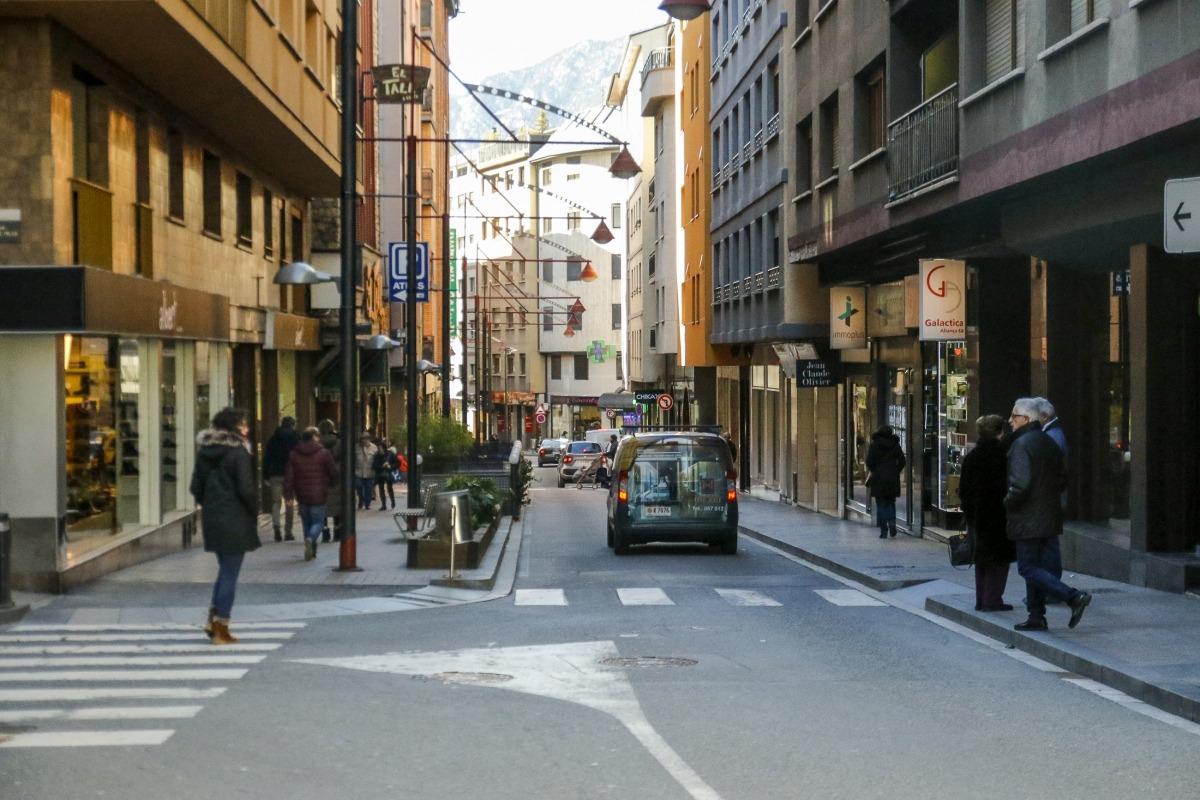 Una imatge del carrer Riberaygua d'Andorra la Vella.