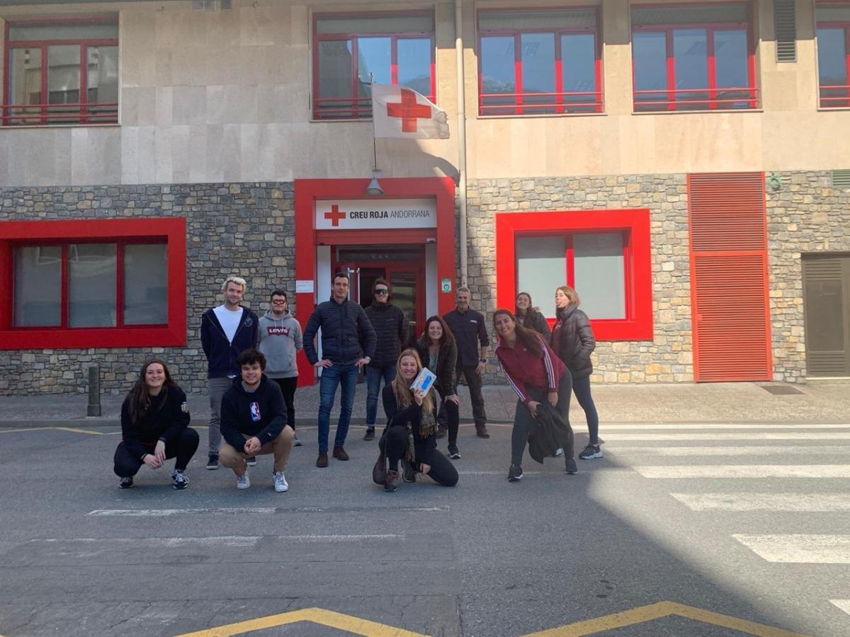 El grup de joves de la Massana que van rebre ahir la formació de la Creu Roja.