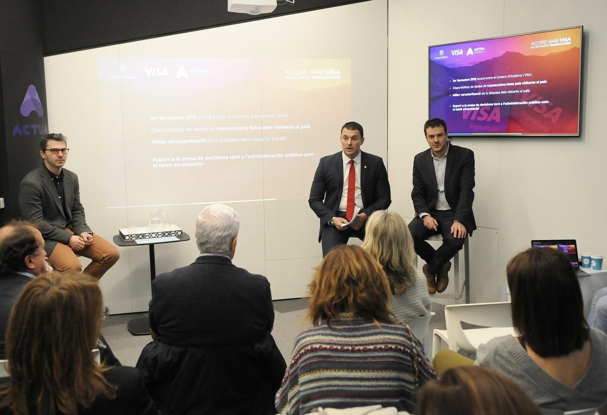 Pons, Gallardo i Galabert en la presentació dels primers resultats de l'acord amb Visa.