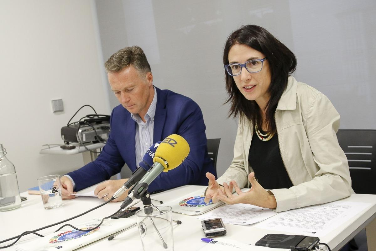 Fonolleda amb Ferran Costa, president del comitè director de l'AQUA, ahir.