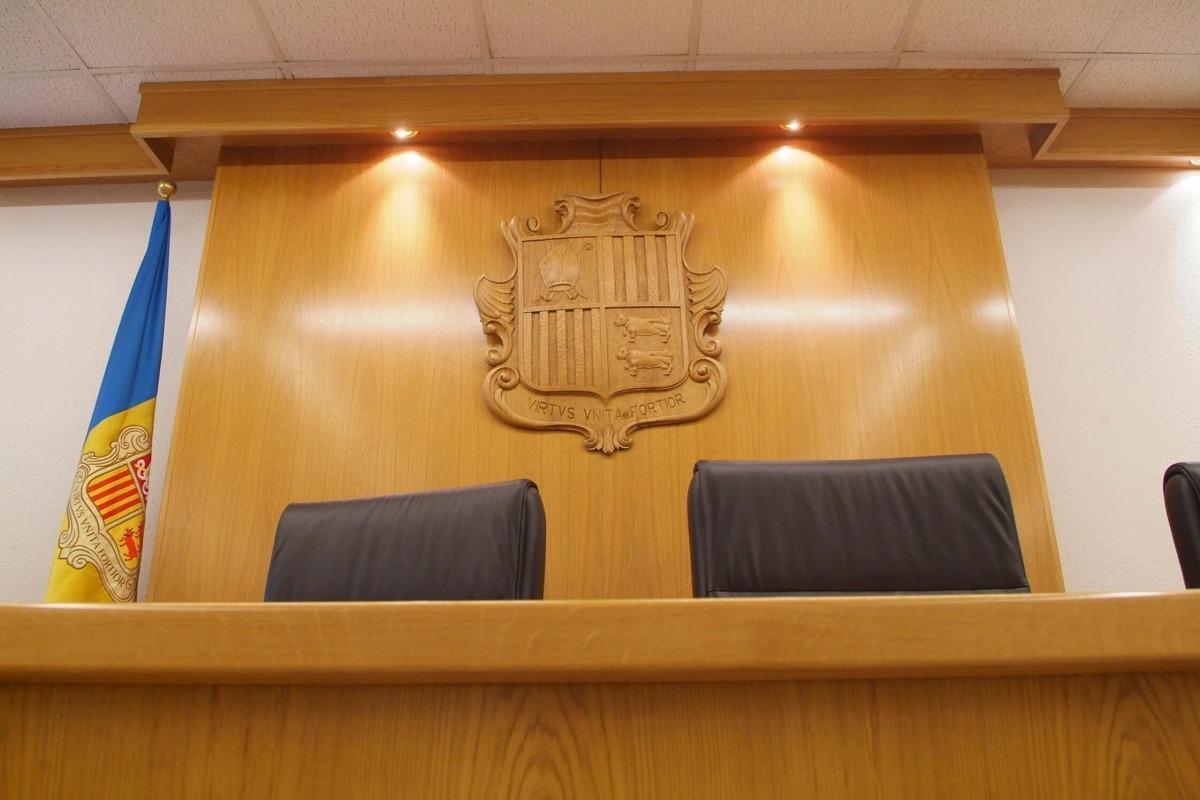 Més de 5 anys de presó per robar dues televisions i una consola