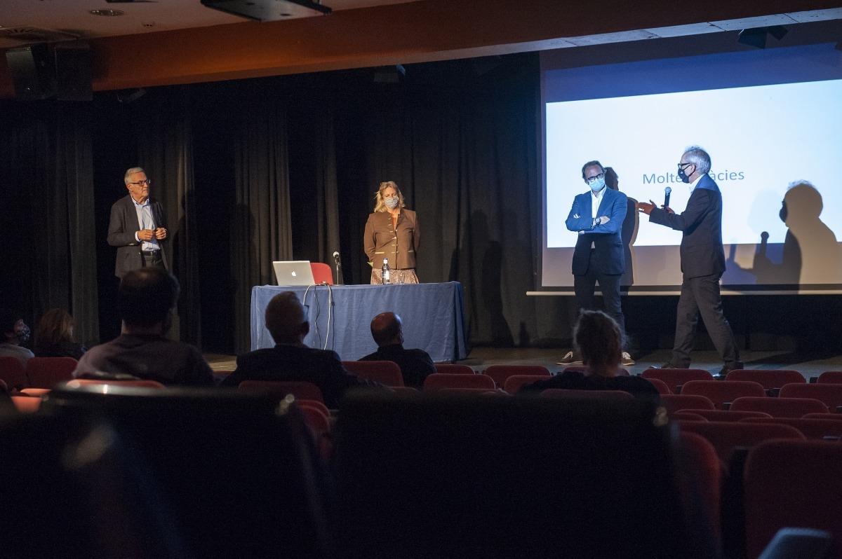 Camp, amb els tres experts que van participar en la jornada d'ahir a l'auditori del Palau de Gel.