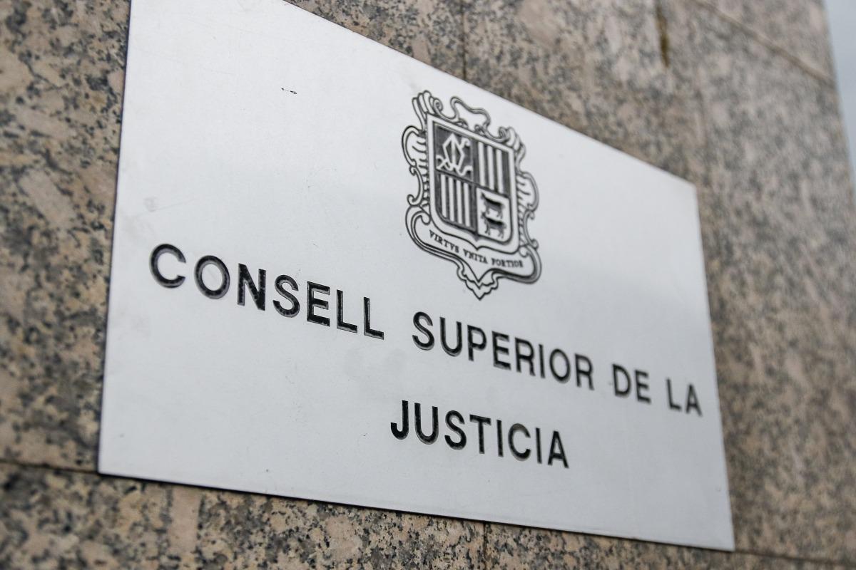 El Consell Superior de la Justícia es preveu reunir avui i estudiarà la petició de recusació contra el fiscal presentada per Silvestre.