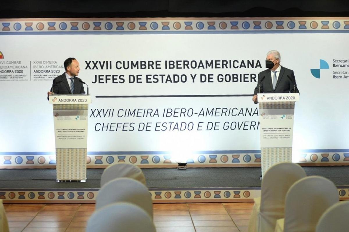 El cap de Govern, Xavier Espot, i el president de la CEA, Gerard Cadena, en la presentació de la Cimera i la Trobada Empresarial.