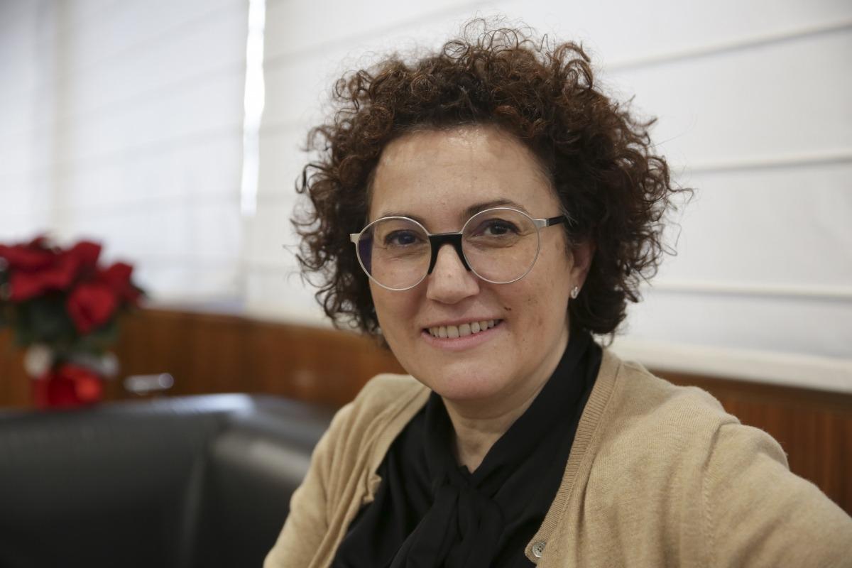 La ministra de Funció Pública i Simplificació de l'Administració, Judith Pallarés, al seu despatx.