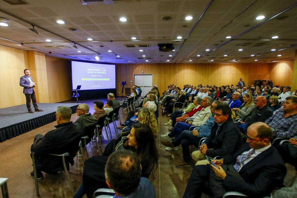 Un moment de la reunió pública sobre l'acord d'associació amb la UE celebrada ahir al Centre de Congressos d'Andorra la Vella.