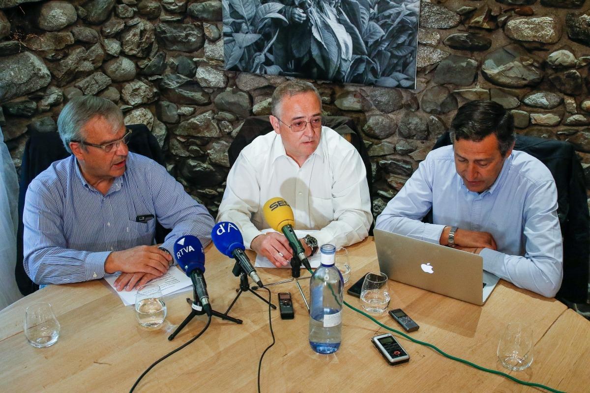 Integrants de Virtus Unita en la presentació del grup d'opinió.