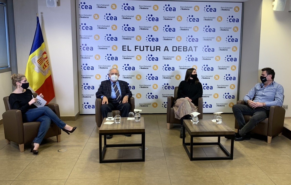 Josep Maria Cosan, Cristina Serra i Josep Maria Altimir en la sessió de la CEA.