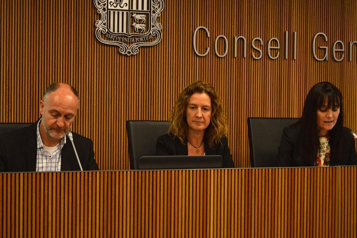 Josep Maria Casals i Sílvia Calvó durant la compareixença a la comissió d'Economia.