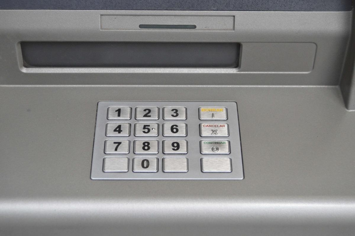 La policia investiga diversos furts a caixers de diferents bancs del país