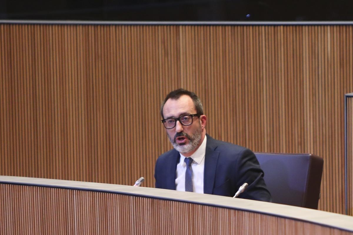 """El ministre d'Afers Socials, Habitatge i Joventut, Víctor Filloy, va defensar el """"full de ruta"""" del Govern en matèria d'habitatge."""
