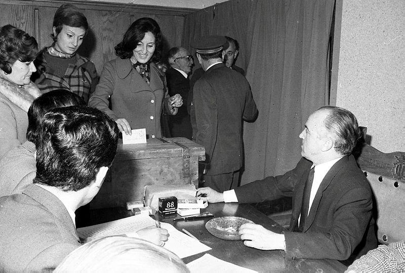 Joan Armengol presidint la mesa en les primeres eleccions on van votar dones.