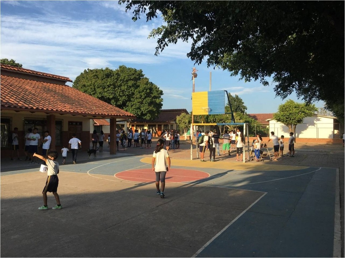 Projecte educatiu de Cooperand al barri Plan 300 de Santa Cruz (Bolivia).
