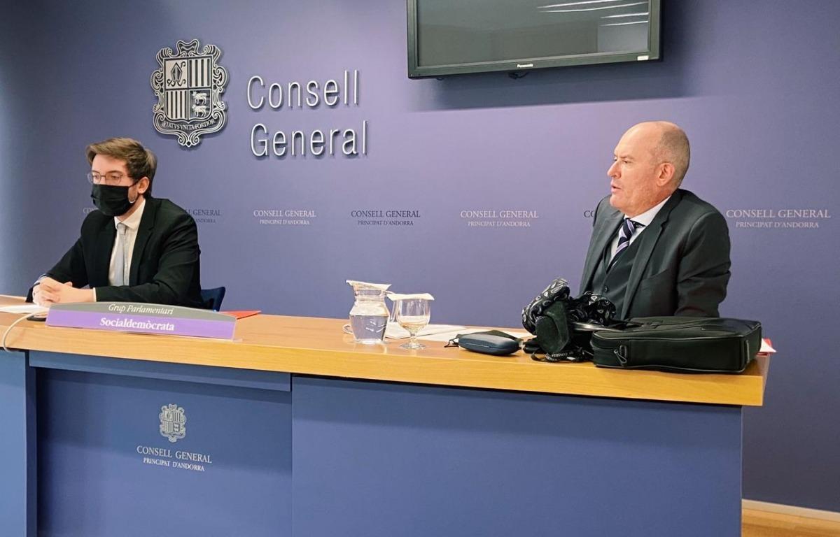 Els consellers generals Roger Padreny i Quim Miró van presentar ahir les esmenes del PS al projecte de llei d'esports electrònics.