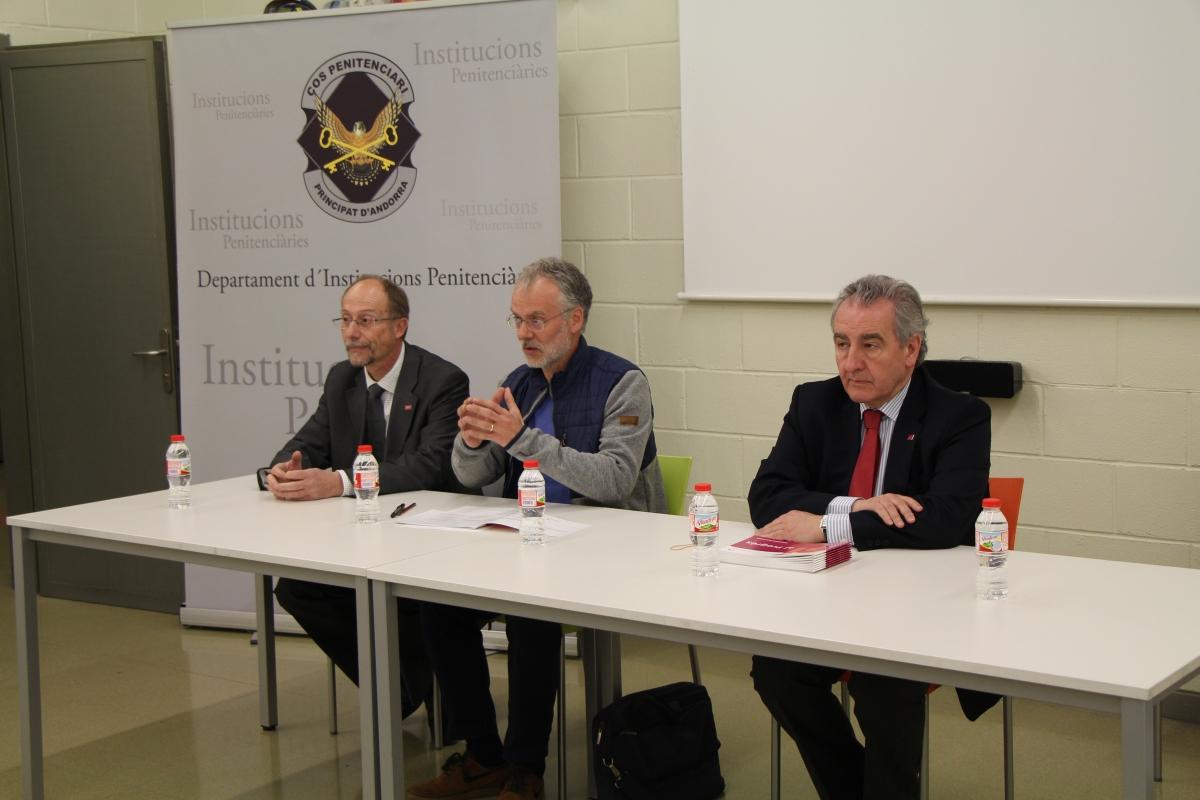 El candidat de Progressistes-SDP, Josep Roig, amb Naudi i Bartumeu.