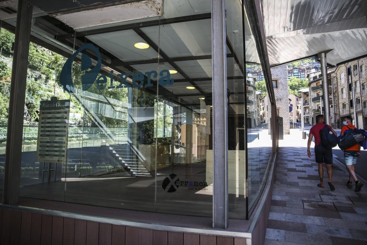 La sala d'exposicions als baixos d'ArtalRoc que gestiona la Xarranca.