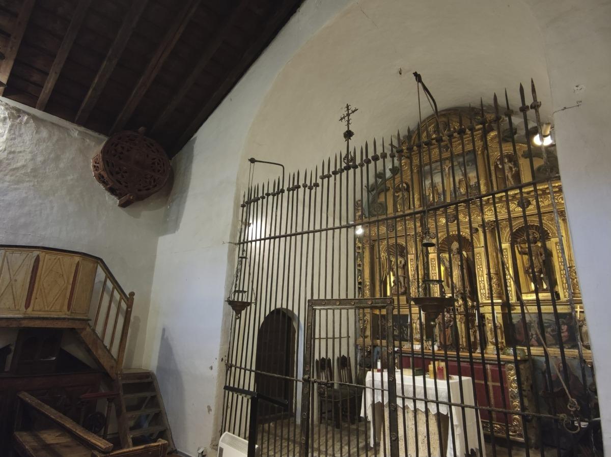 El 'ronlle' de la Cortinada, amb musicadures i sobre del púlpit.