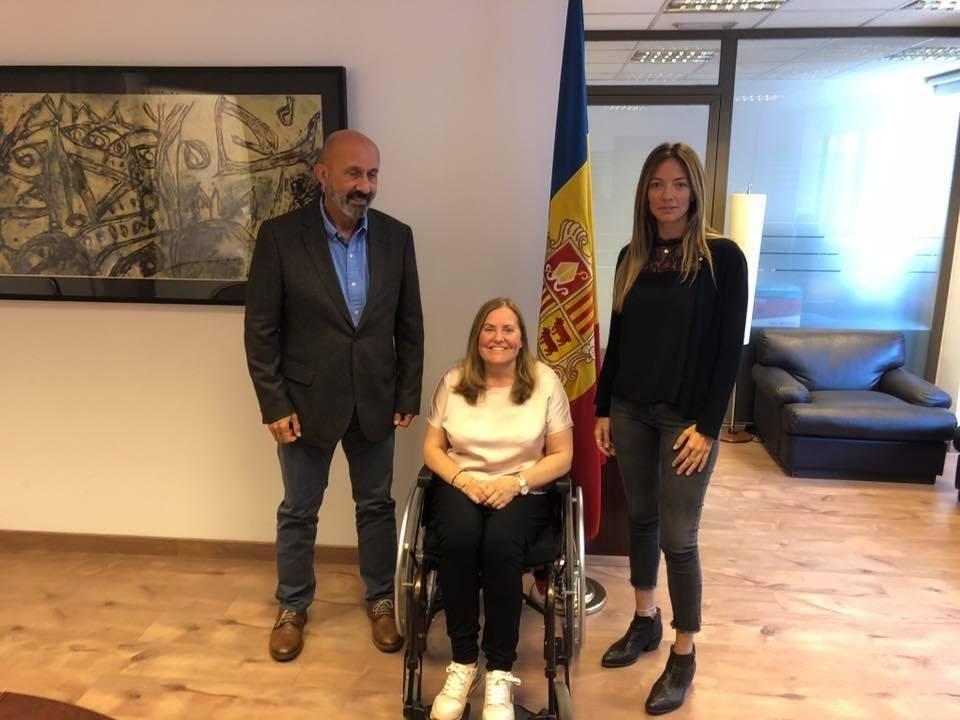 Grandvallet amb el ministre i la secretària d'Estat de Salut, Joan Martínez Benazet i Helena Mas.