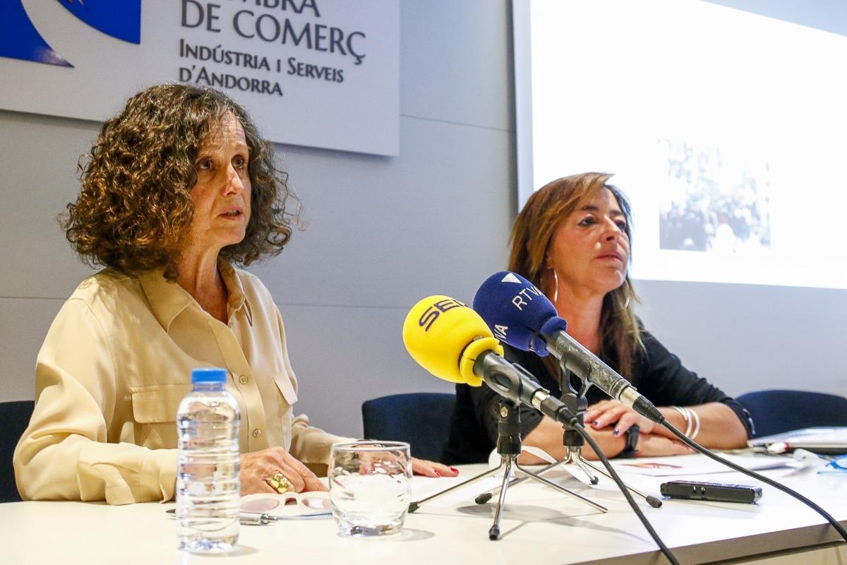 Pilar Escaler i Stella Canturri van presentar ahir el Certificat Comerç Excel·lent.