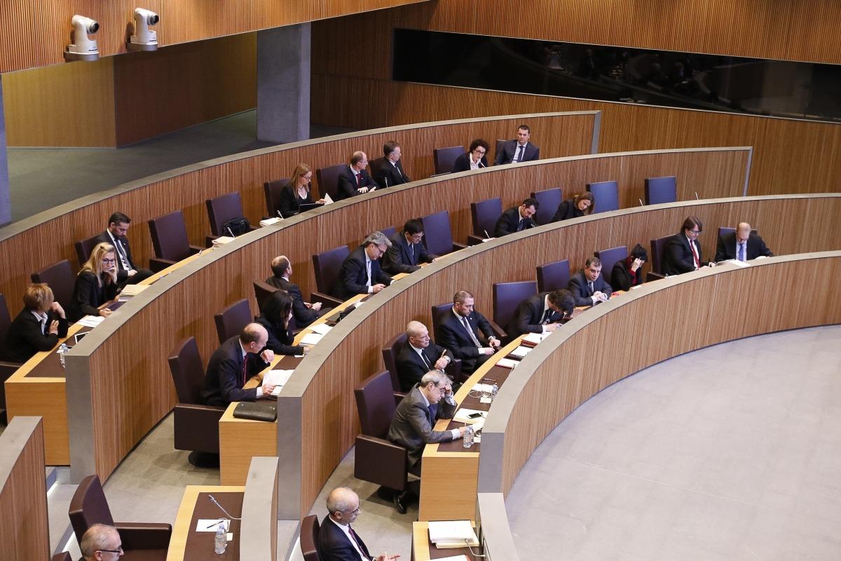 El treball amb els grups ha suavitzat les exigències als parlamentaris previstes en la proposta de canvi de reglament inicial.