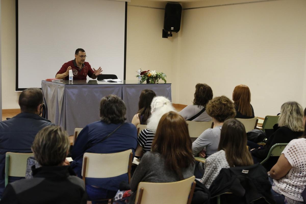 """El-Bachiri: """"L'autoestima és la base de l'assetjament escolar"""""""