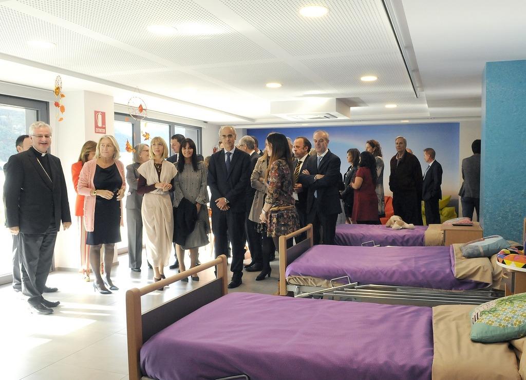 Un moment de la visita a les noves instal·lacions de la residència l'Albó de l'Escola Meritxell, ahir.