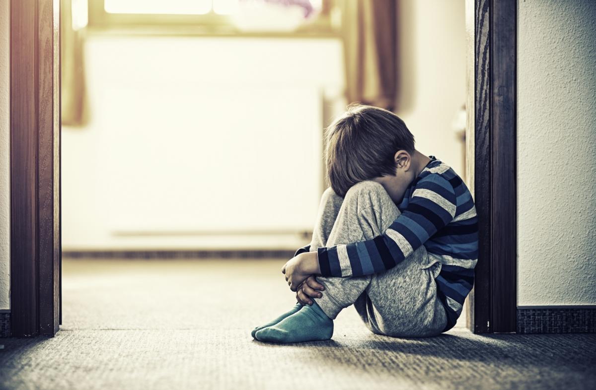 El telèfon per a casos de menors en risc és el 175.