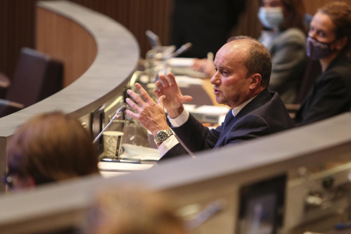 El ministre de Justícia i Interior, Josep Maria Rossell, és qui signa el criteri del Govern.